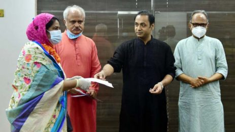 Bashundhara Group donates Tk 1.5m to families of 3 journos